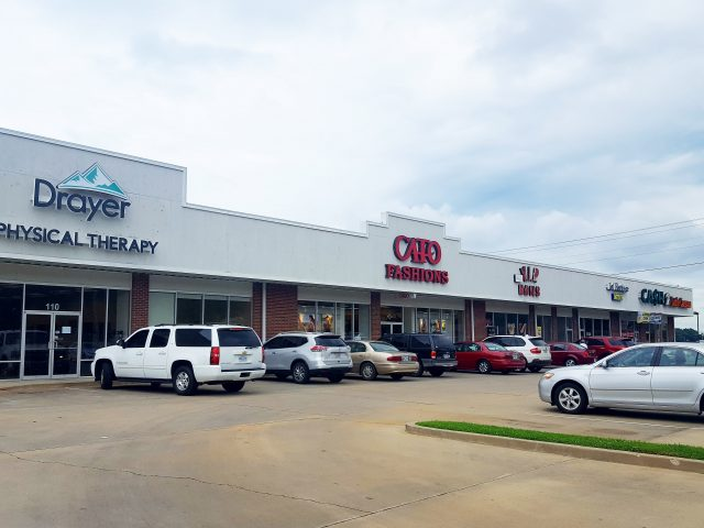 LOUISVILLE SHOPPING CENTER	/ FOR LEASE